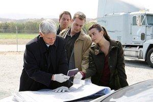 NCIS cast using their crime solvin' skillz